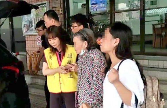 推著老人出門的新手外籍看護路不熟迷路警察協助返家